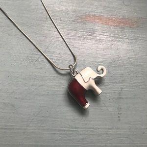 Jewelry - Cute elephant charm necklace